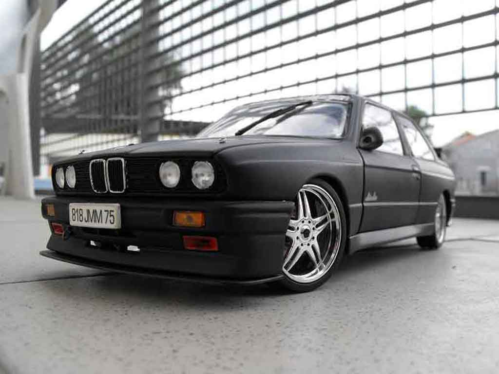 Bmw M3 E30 black echappement inox nos tuning Minichamps. Bmw M3 E30 black echappement inox nos miniature 1/18