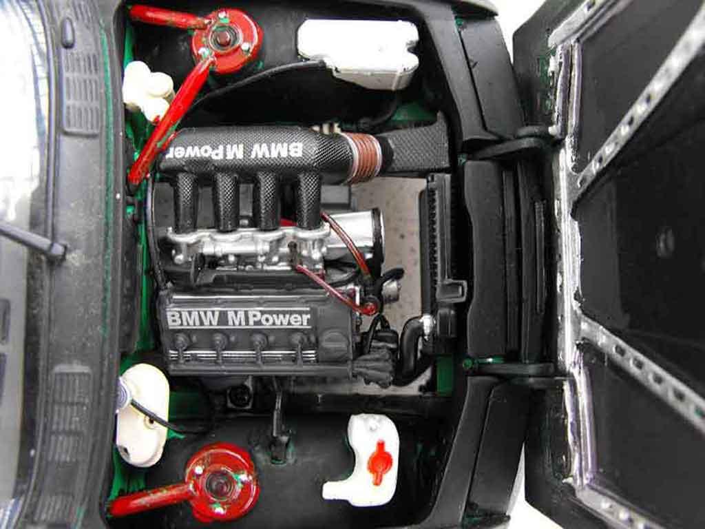 Bmw M3 E30 1/18 Minichamps noire echappement inox nos
