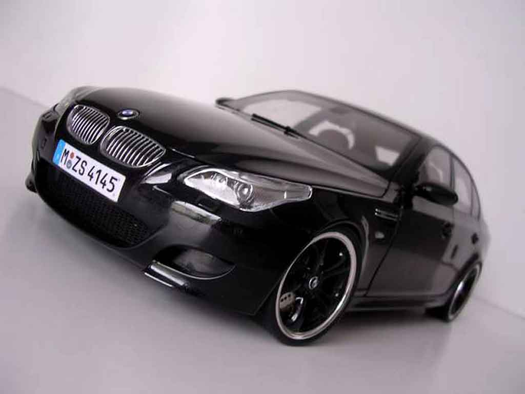 bmw m5 e60 miniature jantes techart noires kyosho 1 18. Black Bedroom Furniture Sets. Home Design Ideas