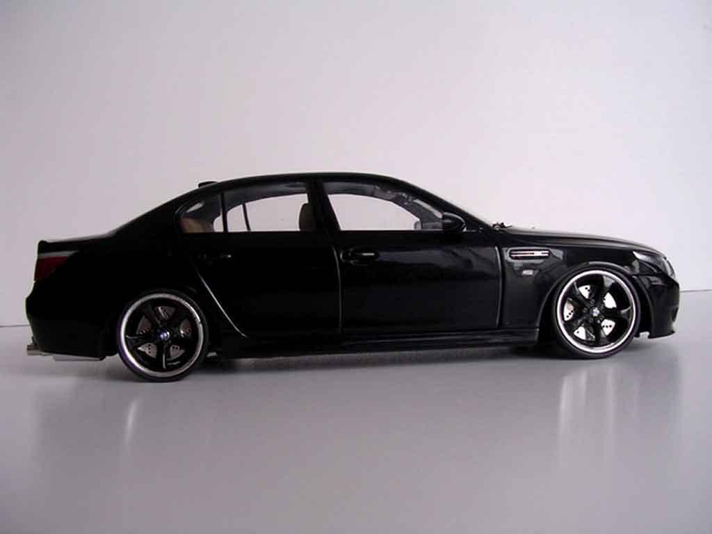 bmw m5 e60 miniature jantes techart noires kyosho 1 18 voiture. Black Bedroom Furniture Sets. Home Design Ideas