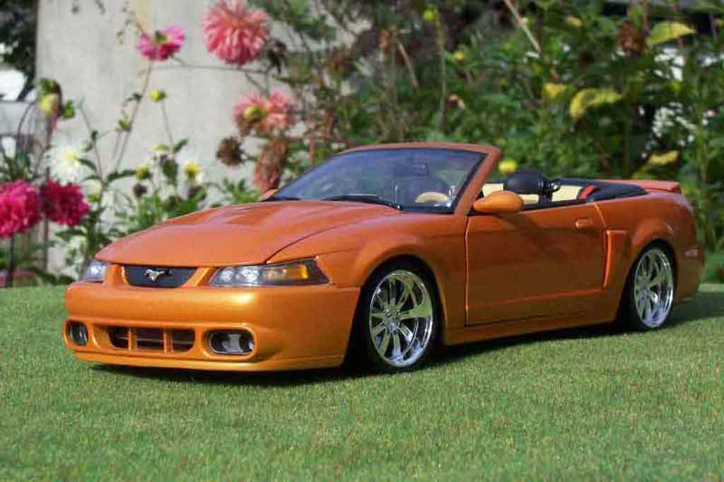 Ford Mustang 2003 1/18 Ut Models svt cabriolet orange juice tuning modellautos