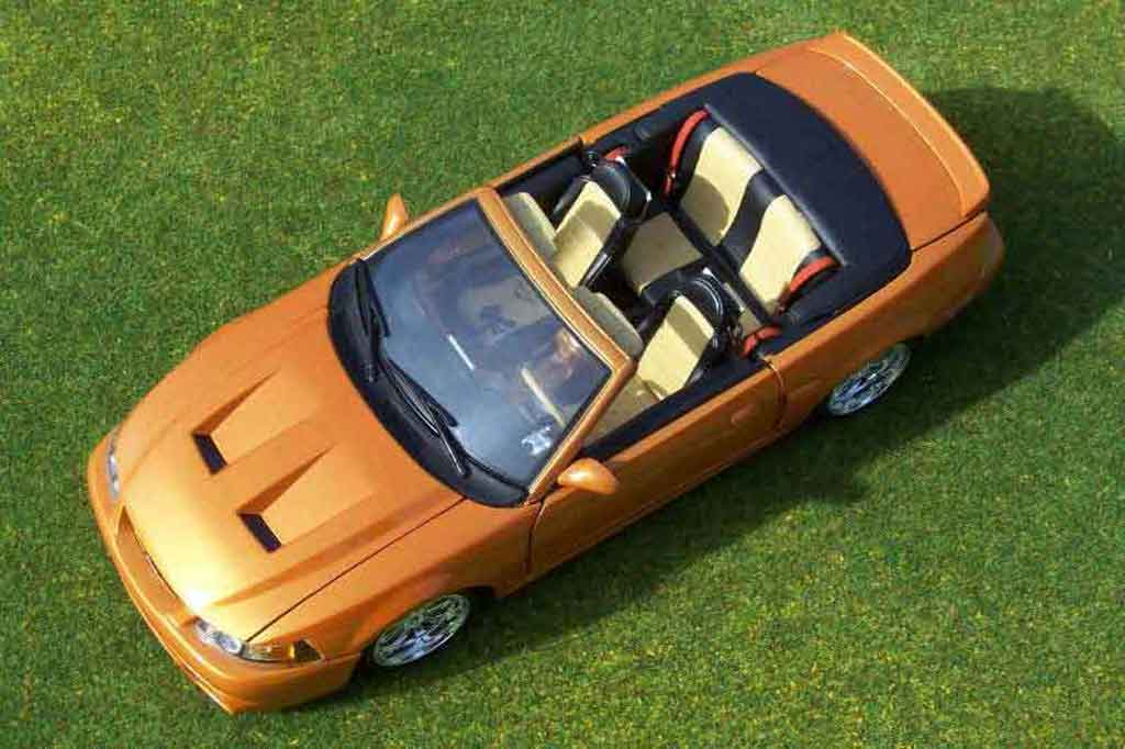 Ford Mustang 2003 1/18 Ut Models svt cabriolet orange juice