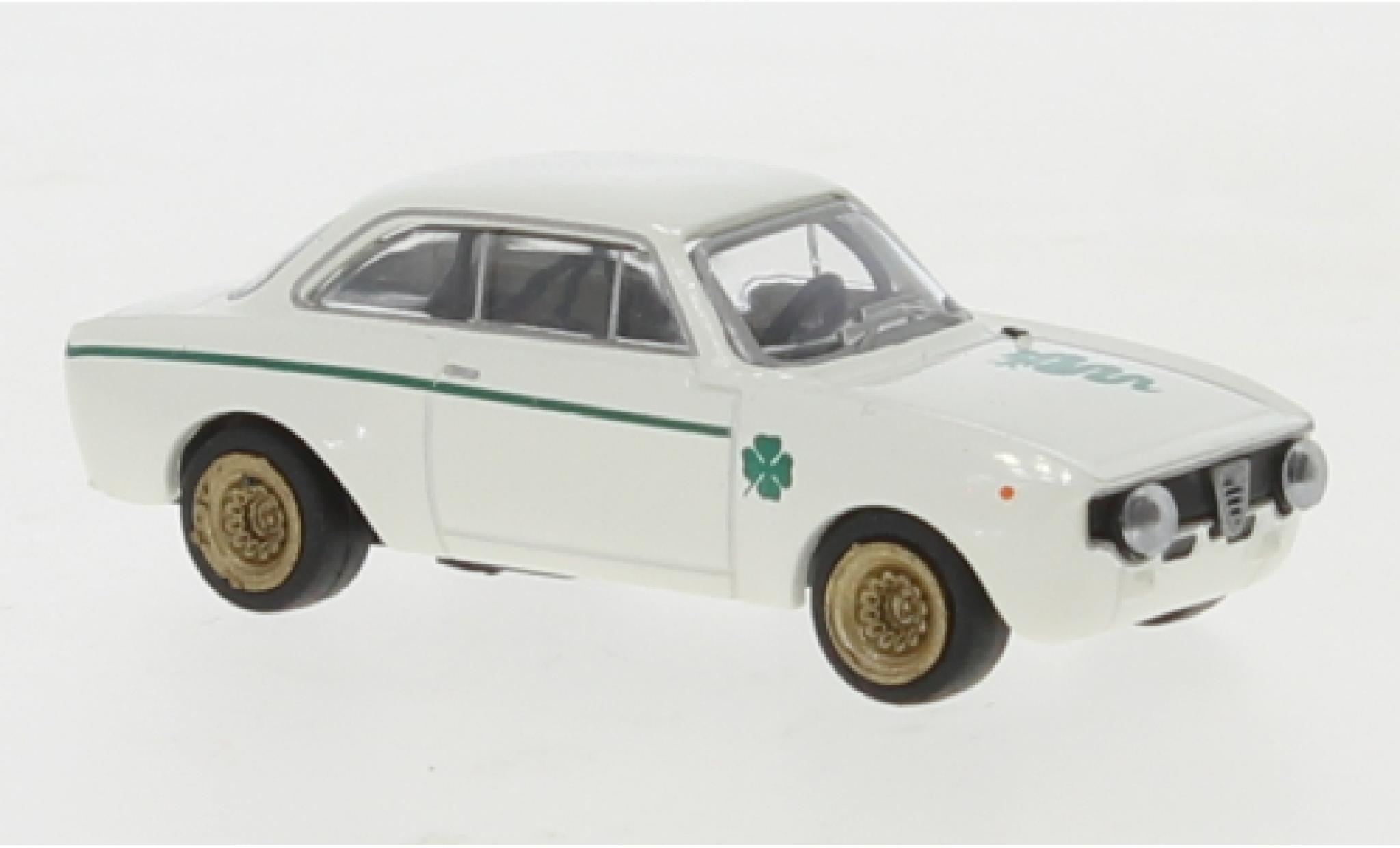 Alfa Romeo GT 1/87 Brekina A 1300 blanche 1965