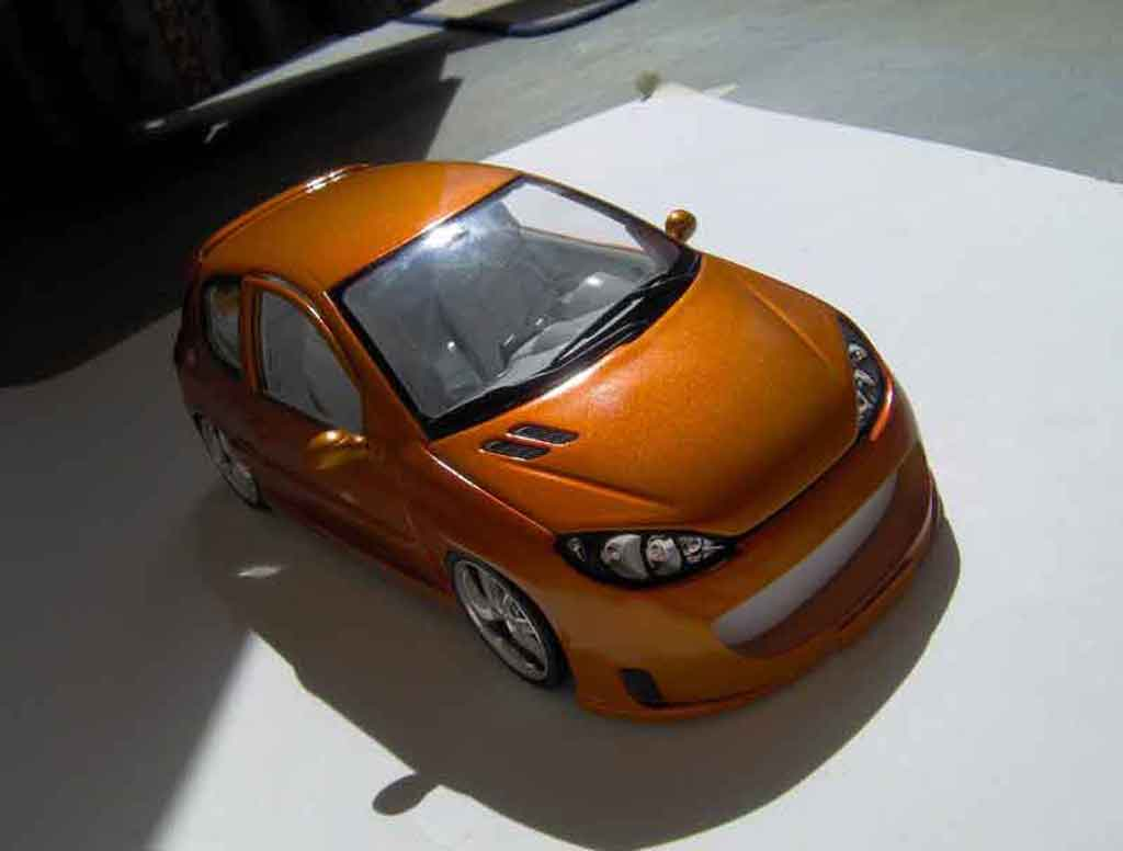 Peugeot 206 RC 1/18 Norev orange tuning modellautos