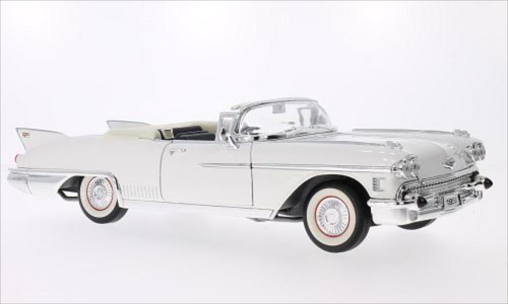 cadillac eldorado biarritz weiss 1958 mcw modellauto 1 18 kaufen verkauf modellauto online. Black Bedroom Furniture Sets. Home Design Ideas