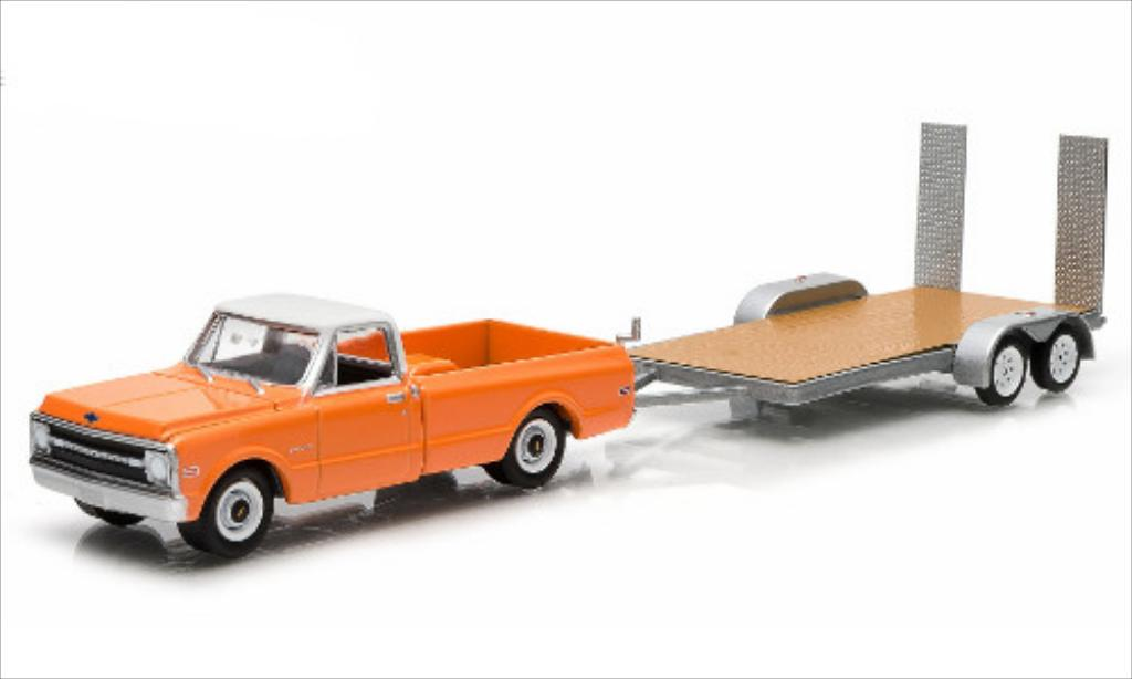 Chevrolet C-10 1/64 Greenlight Pick-Up mit 2-Achs-Flachbetthanger 1969 miniature