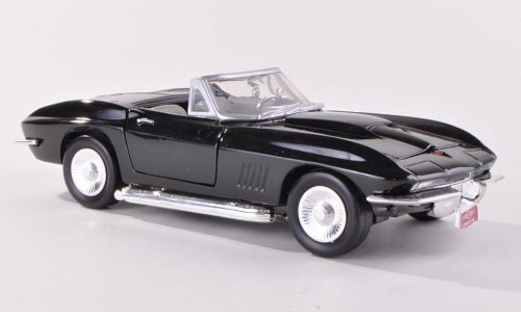 Chevrolet Corvette C2 1/24 Motormax Convertible  black diecast model cars