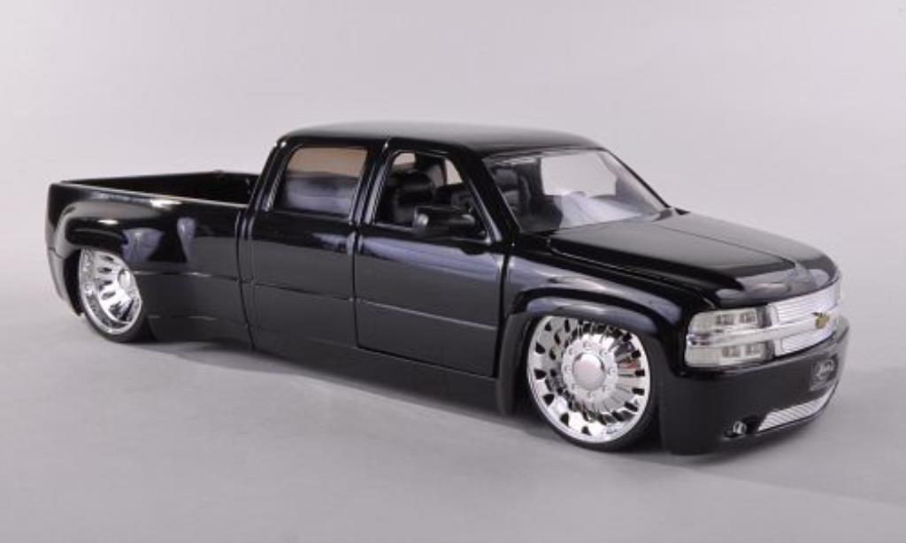 Chevrolet Silverado 1/24 Jada Toys Toys Dooley noire 1999 miniature