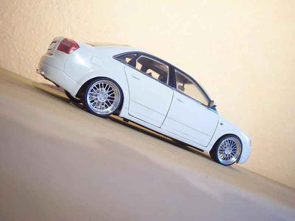 audi a4 miniature blanche jantes bbs minichamps 1 18 voiture. Black Bedroom Furniture Sets. Home Design Ideas