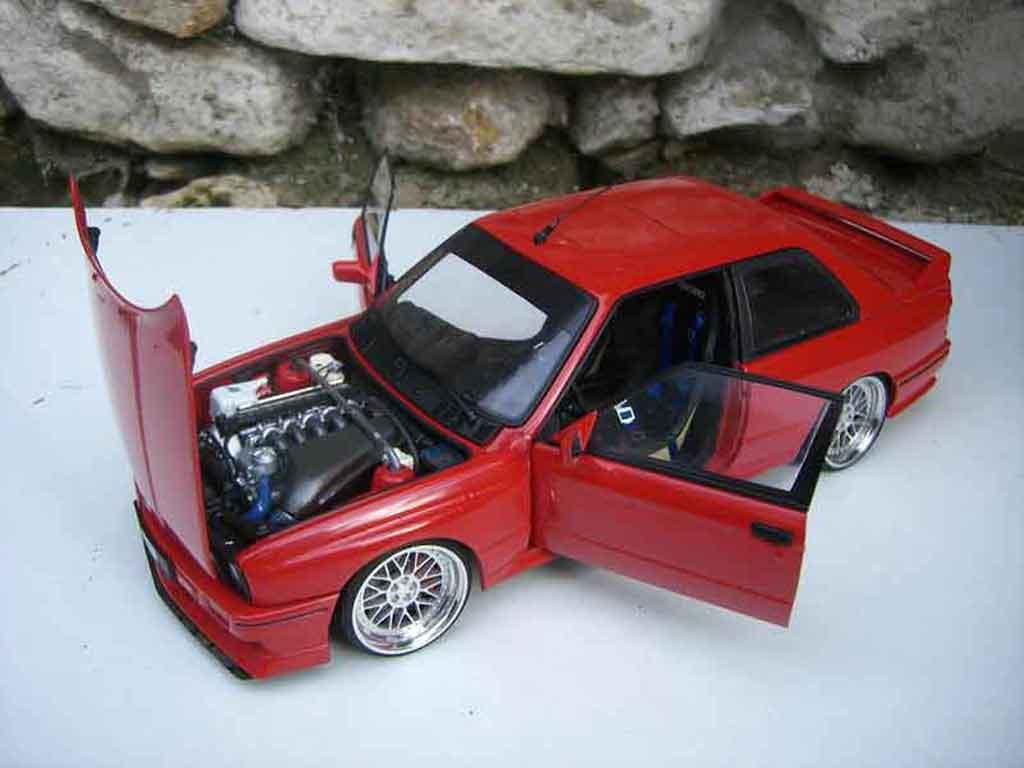 Bmw M3 E30 1/18 Autoart jantes BBS red pneux taille basse