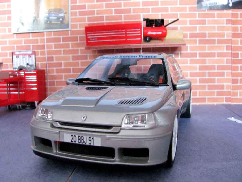 Renault Clio Maxi 1/18 Ottomobile plain body jantes oz 19 pouces