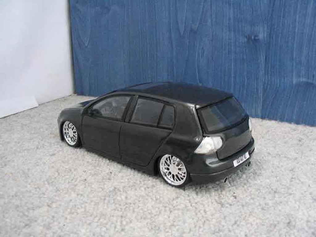 Volkswagen Golf V GTI 1/18 Burago dub black jantes chromees