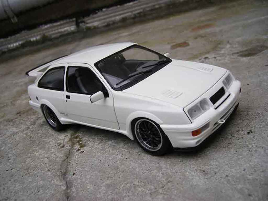 Ford Sierra Cosworth RS 1/18 Minichamps tuning blanche