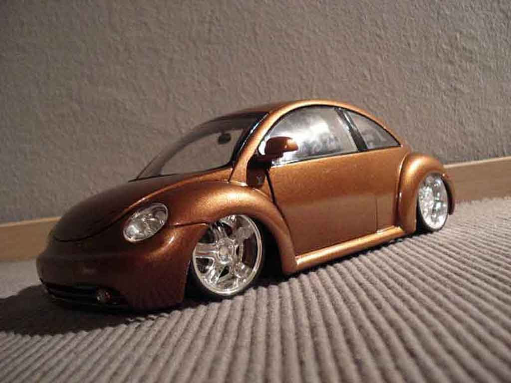 Volkswagen New Beetle 1/18 Maisto lv up tuning miniature