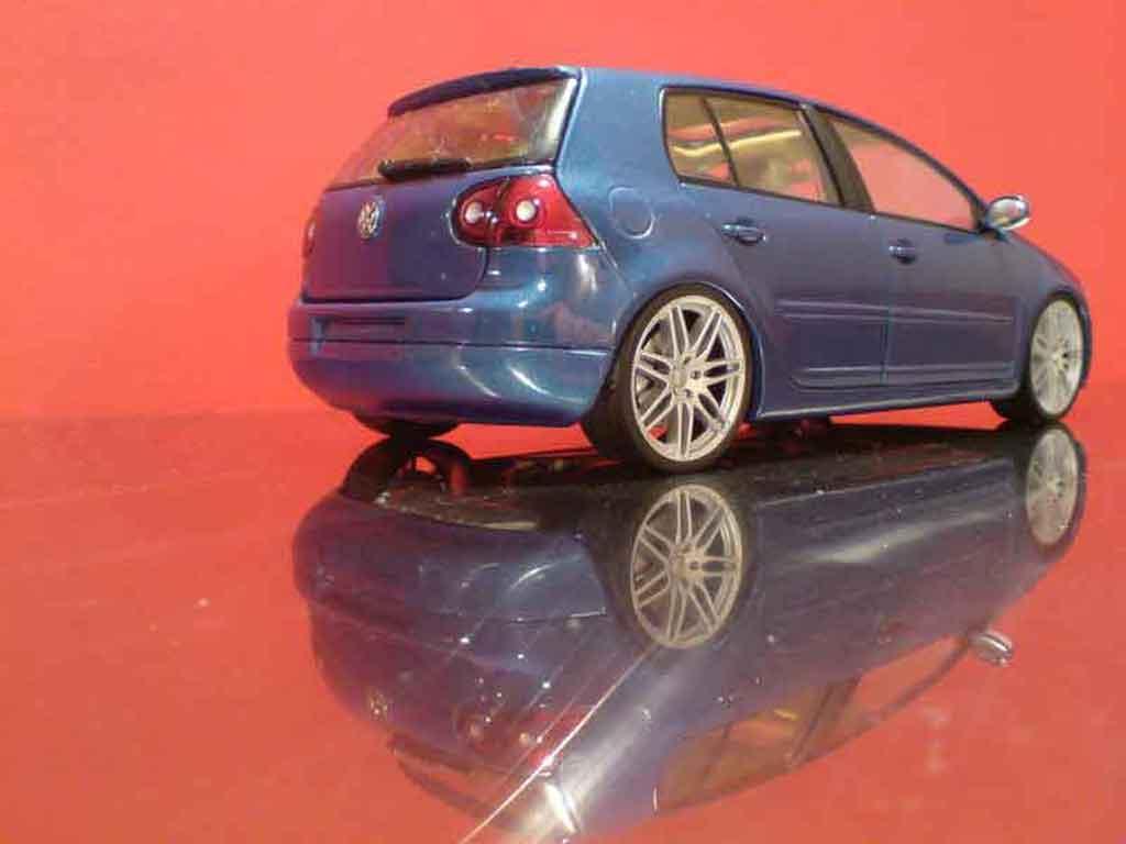 Volkswagen Golf V GTI 1/18 Burago rs5