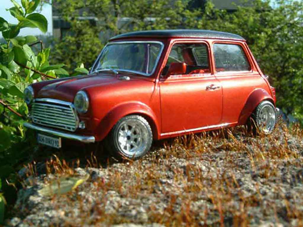 Austin Mini Cooper 1/18 Burago racing tuning miniature