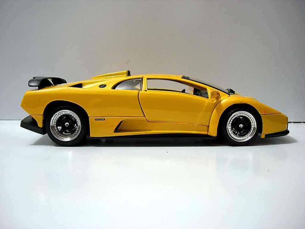 Lamborghini Diablo GT 1/18 Motormax yellow