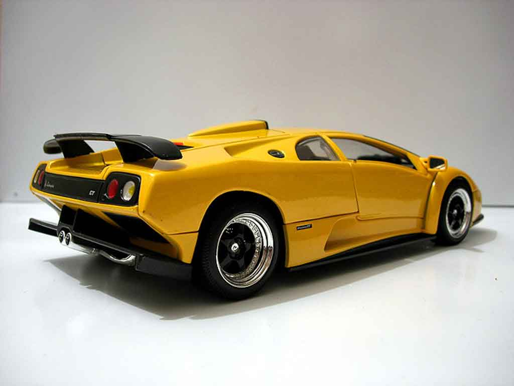 lamborghini diablo gt miniature jaune motormax 1 18 voiture. Black Bedroom Furniture Sets. Home Design Ideas