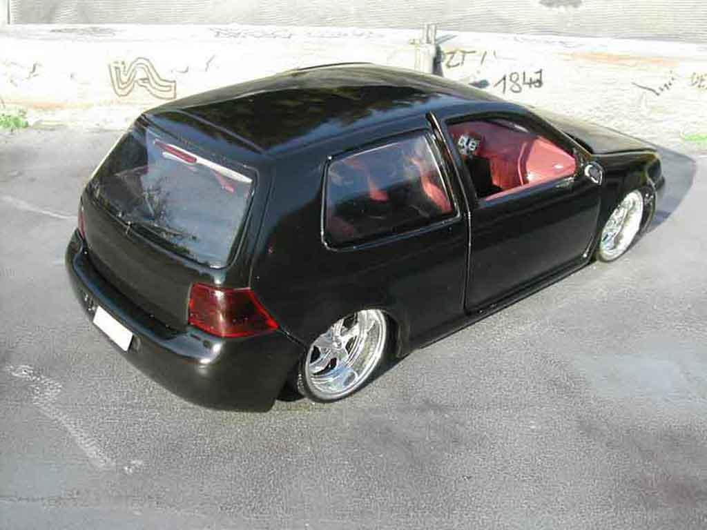 Volkswagen Golf 4 GTI 1/18 Revell p.i.m.p