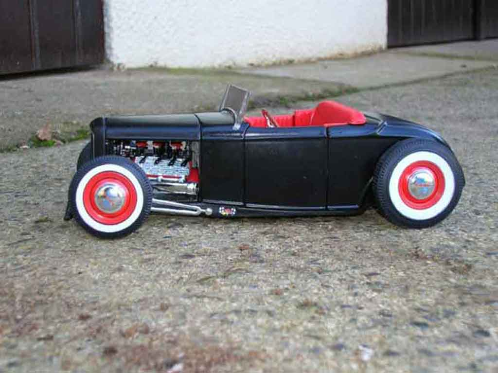 Ford 1932 Hot Rod Schwarz Rot Ertl Modellauto 1 18
