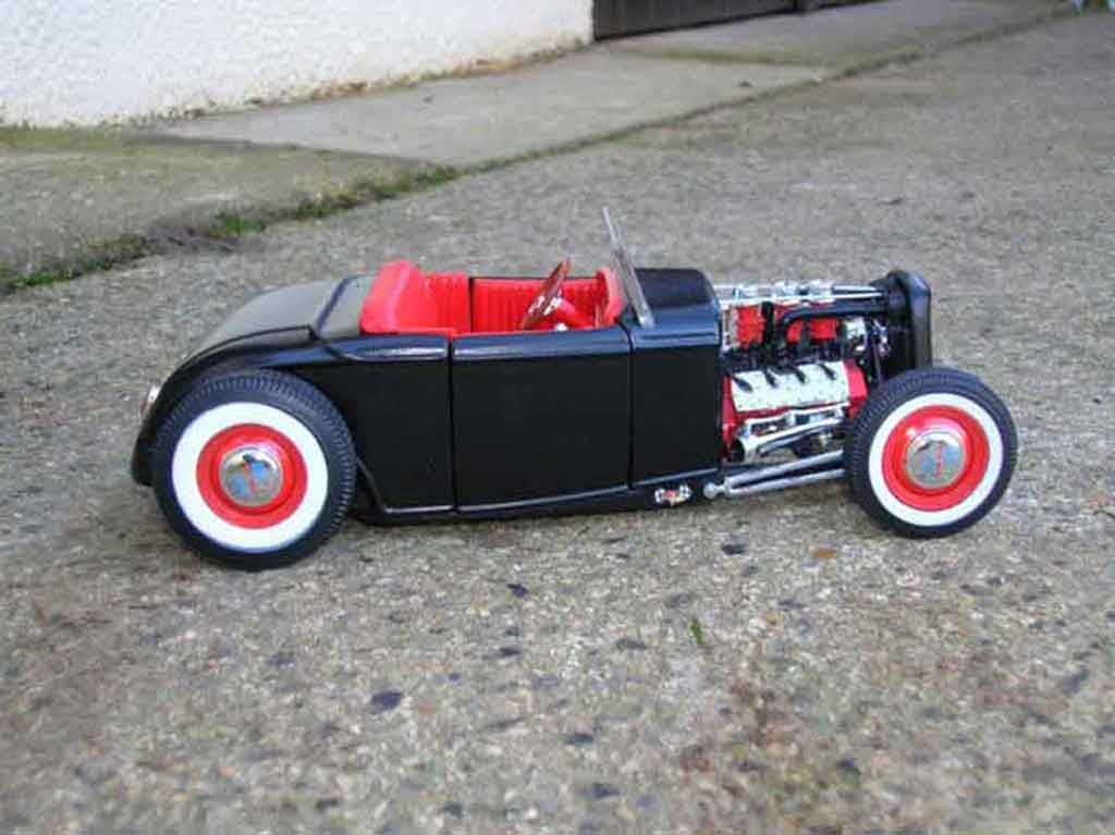 Ford 1932 1/18 Ertl hot rod noir rouge