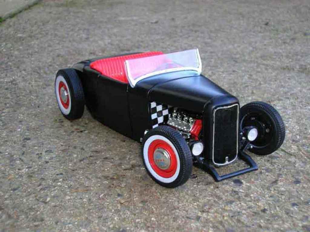 Ford 1932 1/18 Ertl hot rod noir rouge