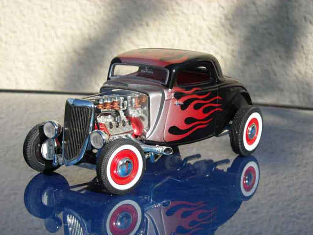 Ford 1934 1/18 Ertl hot rod noir flaming tuning miniature