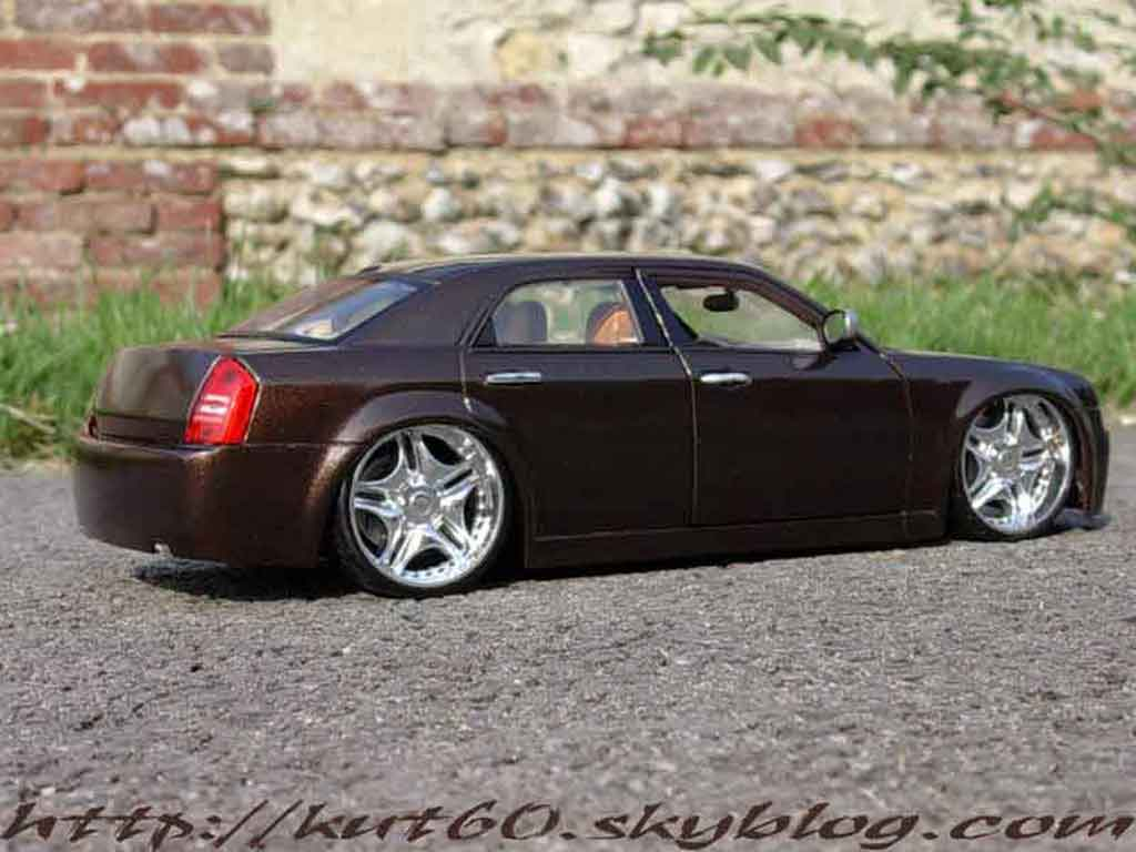 Chrysler 300C 1/18 Maisto show car louis vuitton