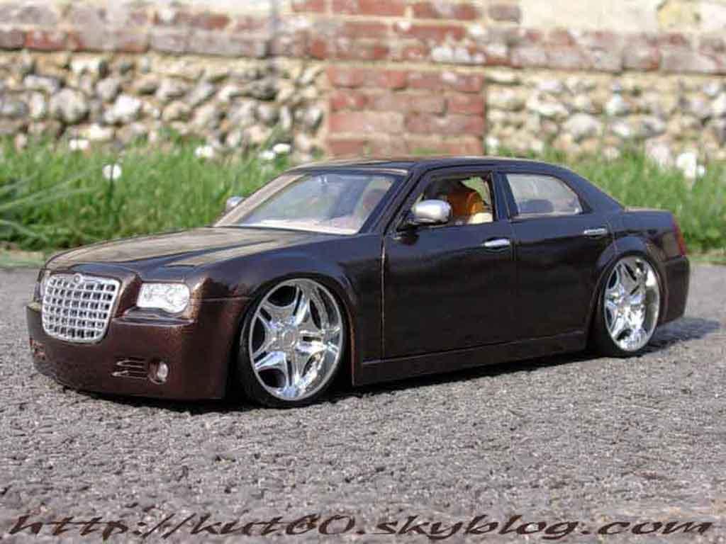 chrysler 300c show car louis vuitton maisto modellauto 1 18 kaufen verkauf modellauto online. Black Bedroom Furniture Sets. Home Design Ideas