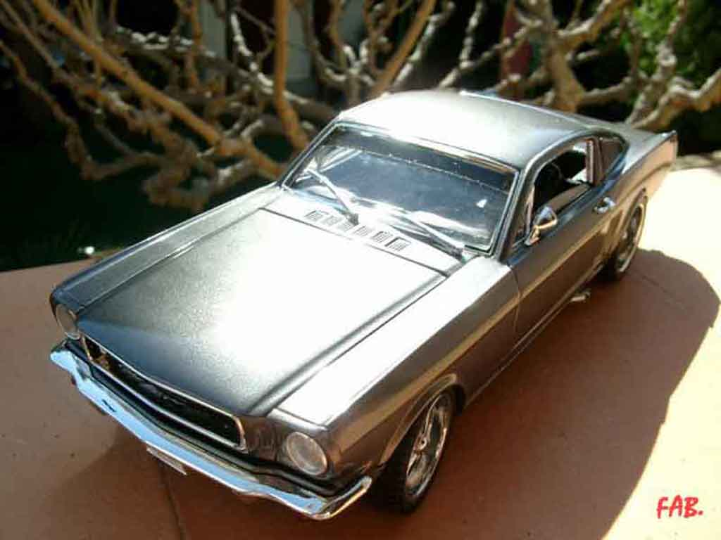 Ford Mustang 1965 1/18 Jouef coupe fastback