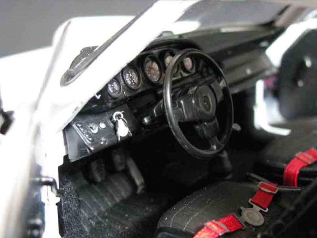 Porsche 911 RS 1/18 Universal Hobbies 3.0 carrera blanche