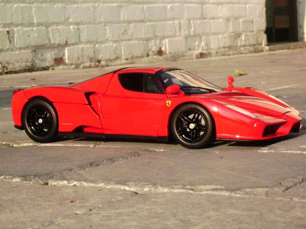 Ferrari Enzo 1/18 Hot Wheels rouge jantes noires
