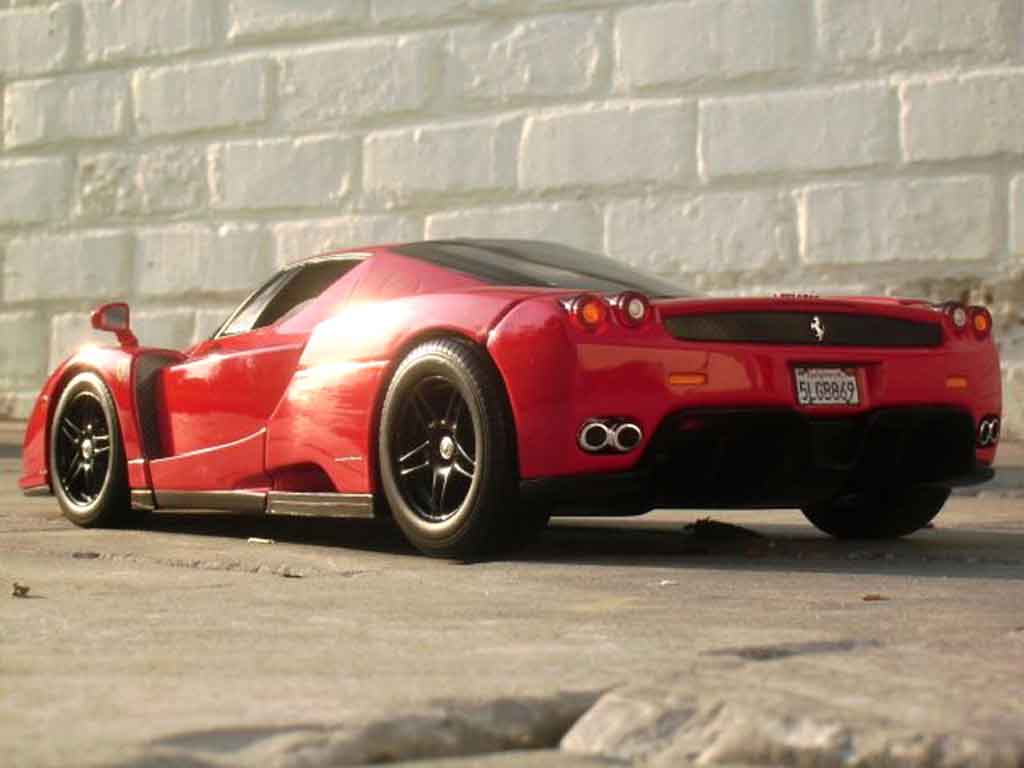 Ferrari Enzo 1/18 Hot Wheels rosso jantes neros
