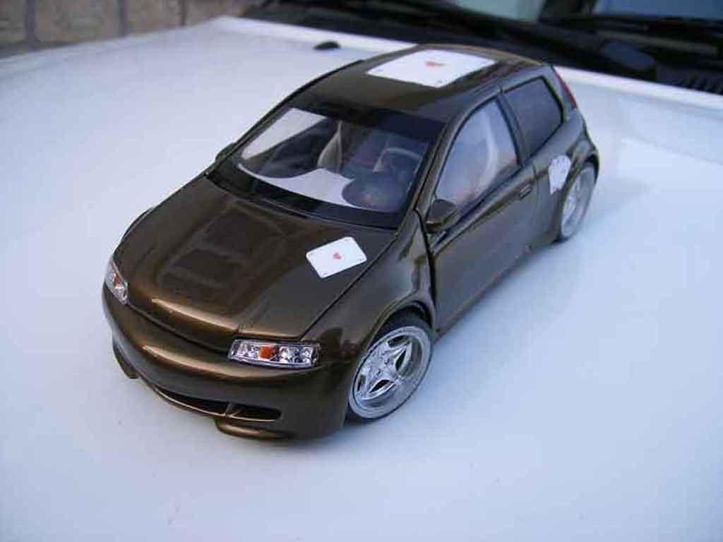 Modèle réduit Fiat Punto gt tuning Ricko. Fiat Punto gt miniature 1/18