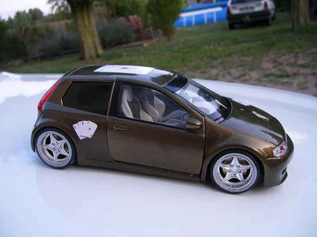 Voiture de collection Fiat Punto gt tuning Ricko. Fiat Punto gt miniature 1/18