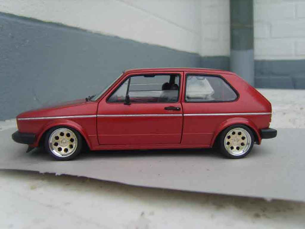 Volkswagen Golf 1 GTI 1/18 Solido rouge mk1 1982 grands feux