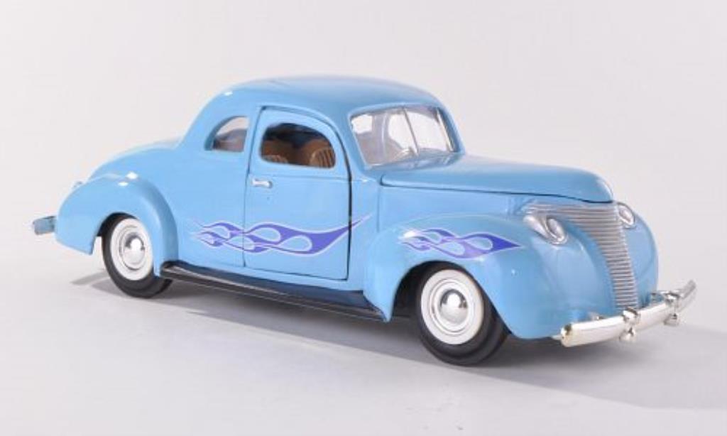 Ford Custom 1/24 Motormax bleu mit Flammendekor 1949