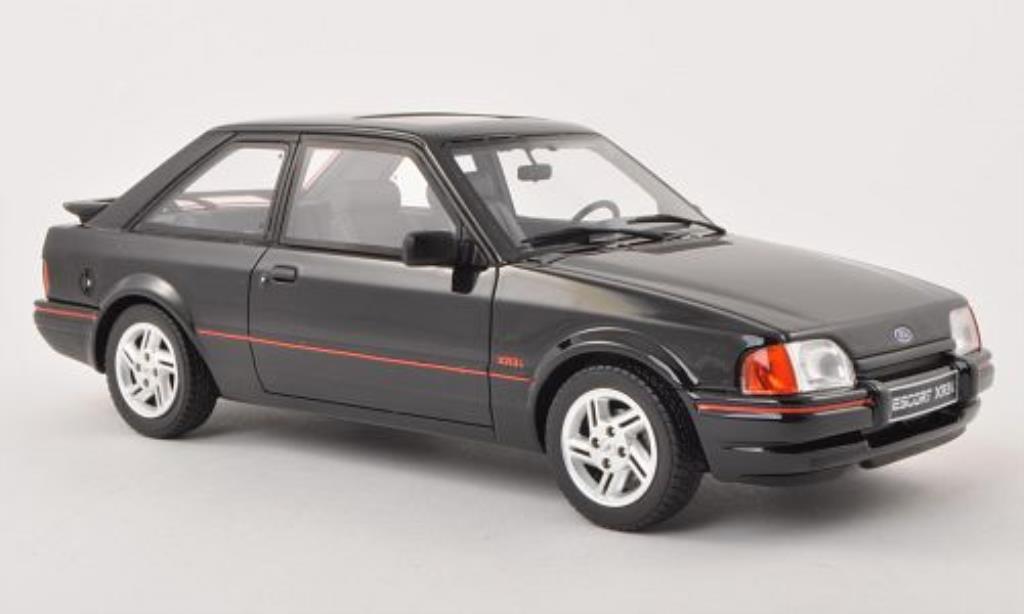Ford Escort 1/18 Ottomobile MK IV XR3i schwarz 1988 modellautos