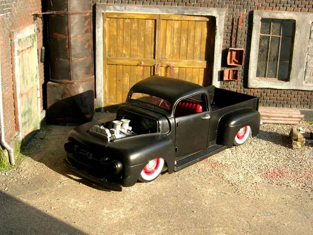 Ford F 100 1/18 Welly pick up 1951 devil spirit
