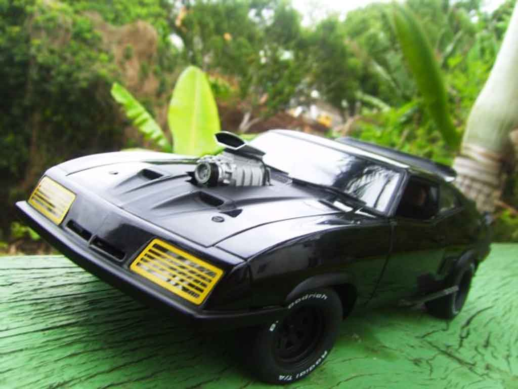 Mad Max ROAD WARRIOR INTERCEPTOR 1/18 Autoart falcon 1973