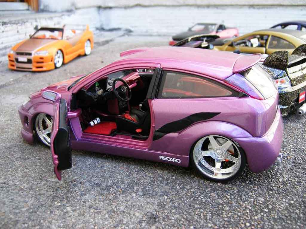 Ford Focus RS 1/18 Burago violine show car tuning modellautos