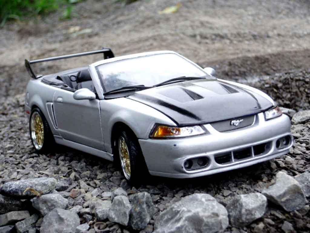 Ford Mustang 2000 1/18 Maisto svt cobra cabriolet