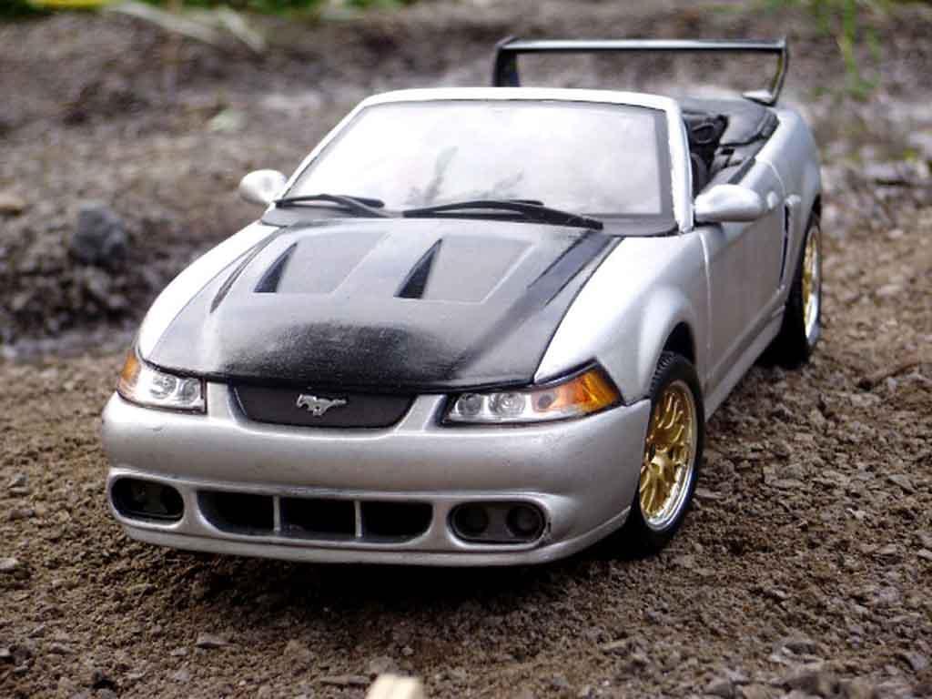 Ford Mustang 2000 1/18 Maisto svt cobra cabriolet tuning miniature