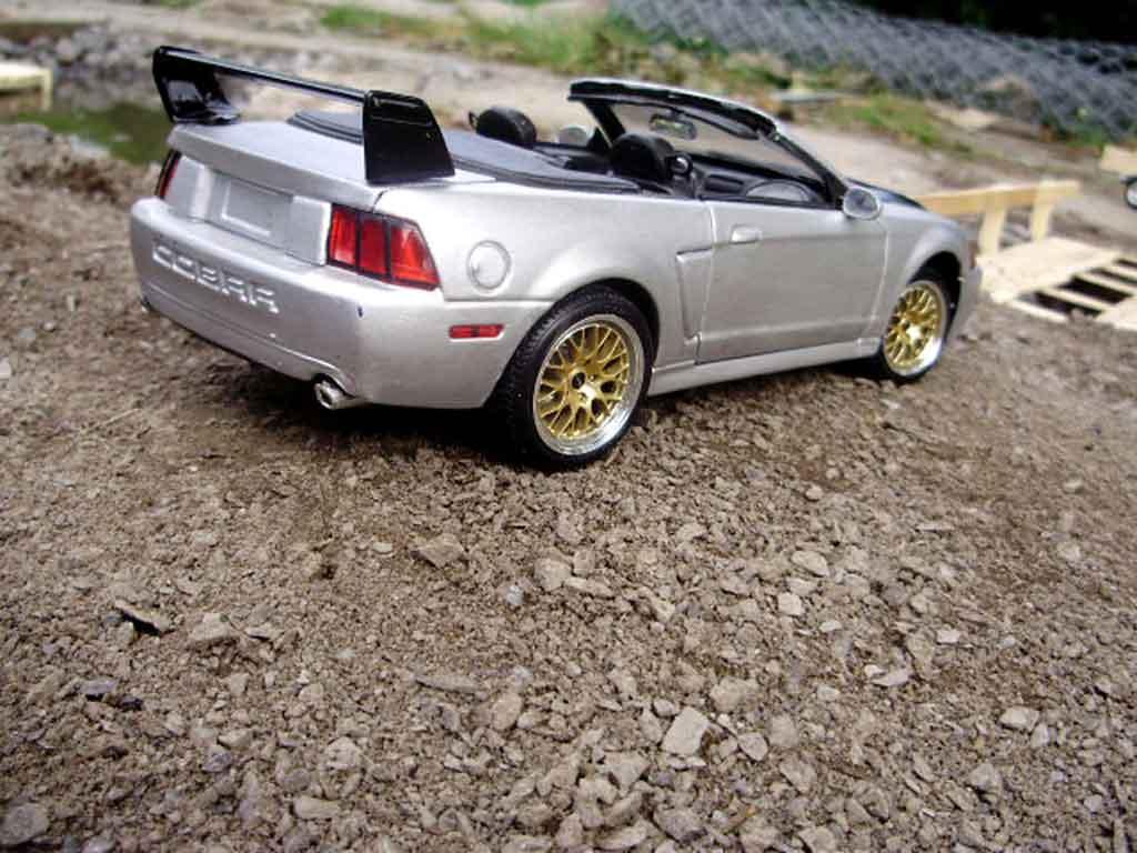 ford mustang 2000 miniature svt cobra cabriolet maisto 1 18 voiture. Black Bedroom Furniture Sets. Home Design Ideas