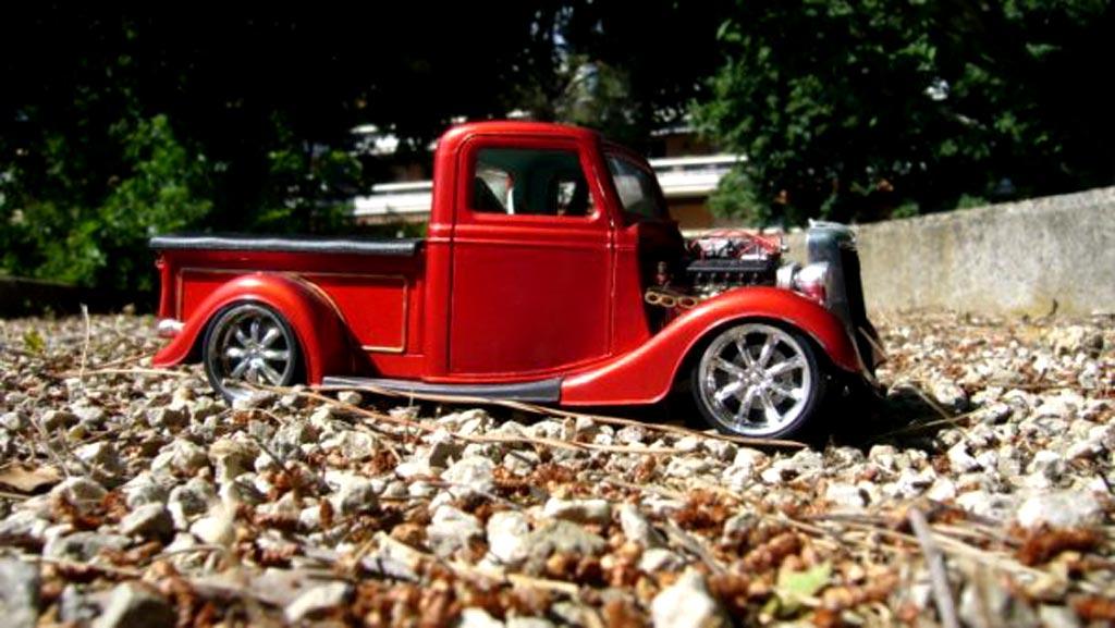 Ford 1934 1/18 Solido rosso moteur prepare