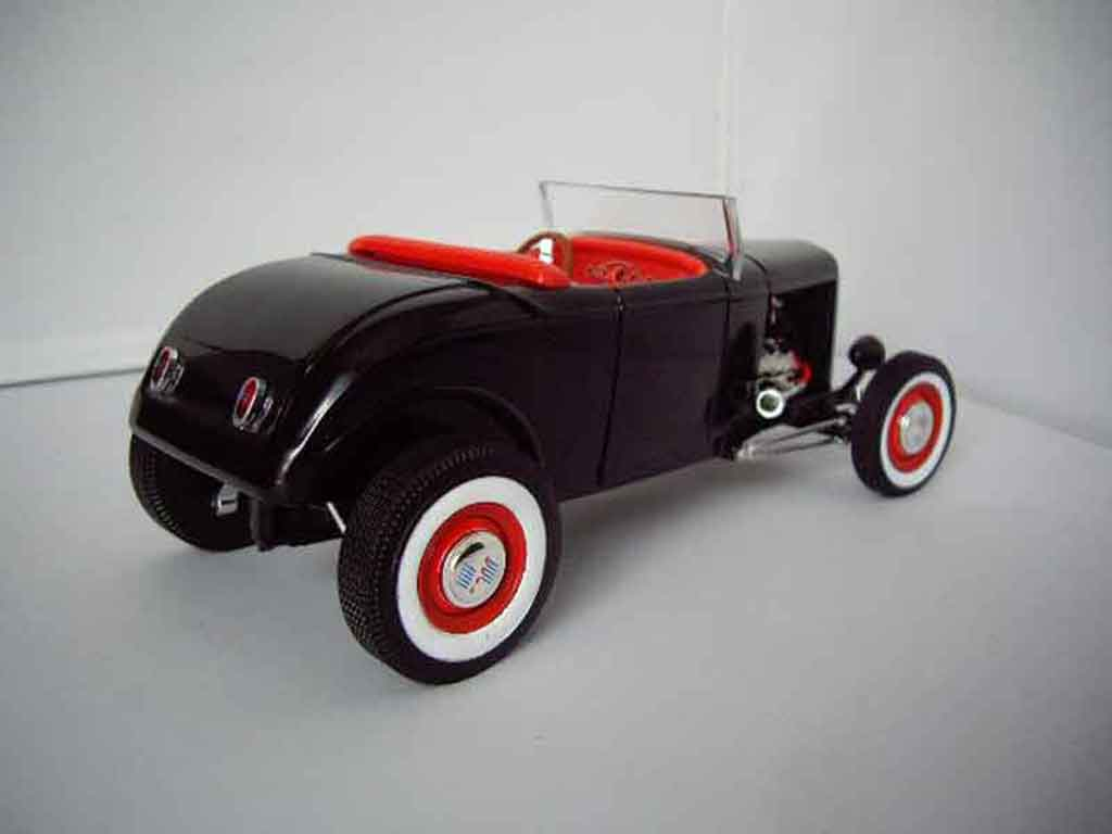 ford 1932 roadster hot rod hot wheels modellauto 1 18. Black Bedroom Furniture Sets. Home Design Ideas