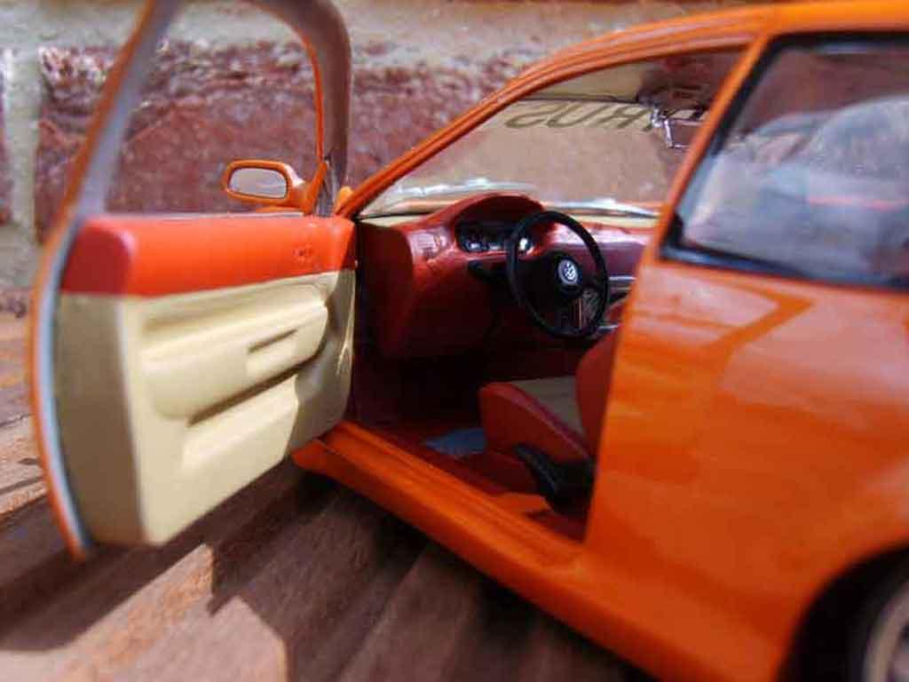 Volkswagen Golf 4 GTI 1/18 Revell virus