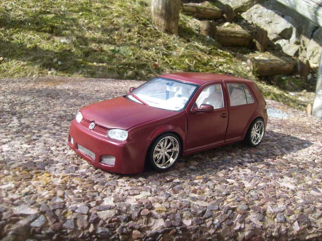 Volkswagen Golf 4 GTI 1/18 Revell bodykit dragon jantes 18 pouces tuning diecast model cars