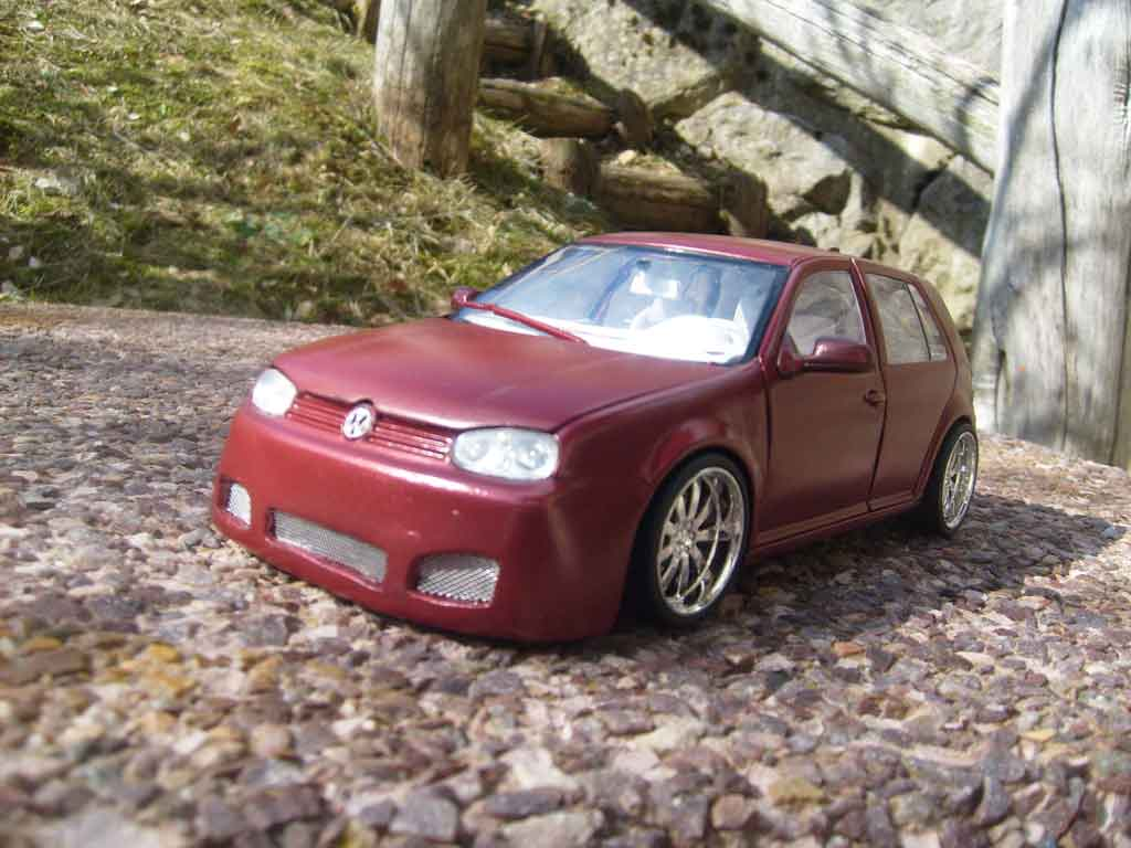Volkswagen Golf 4 GTI 1/18 Revell bodykit dragon jantes 18 pouces