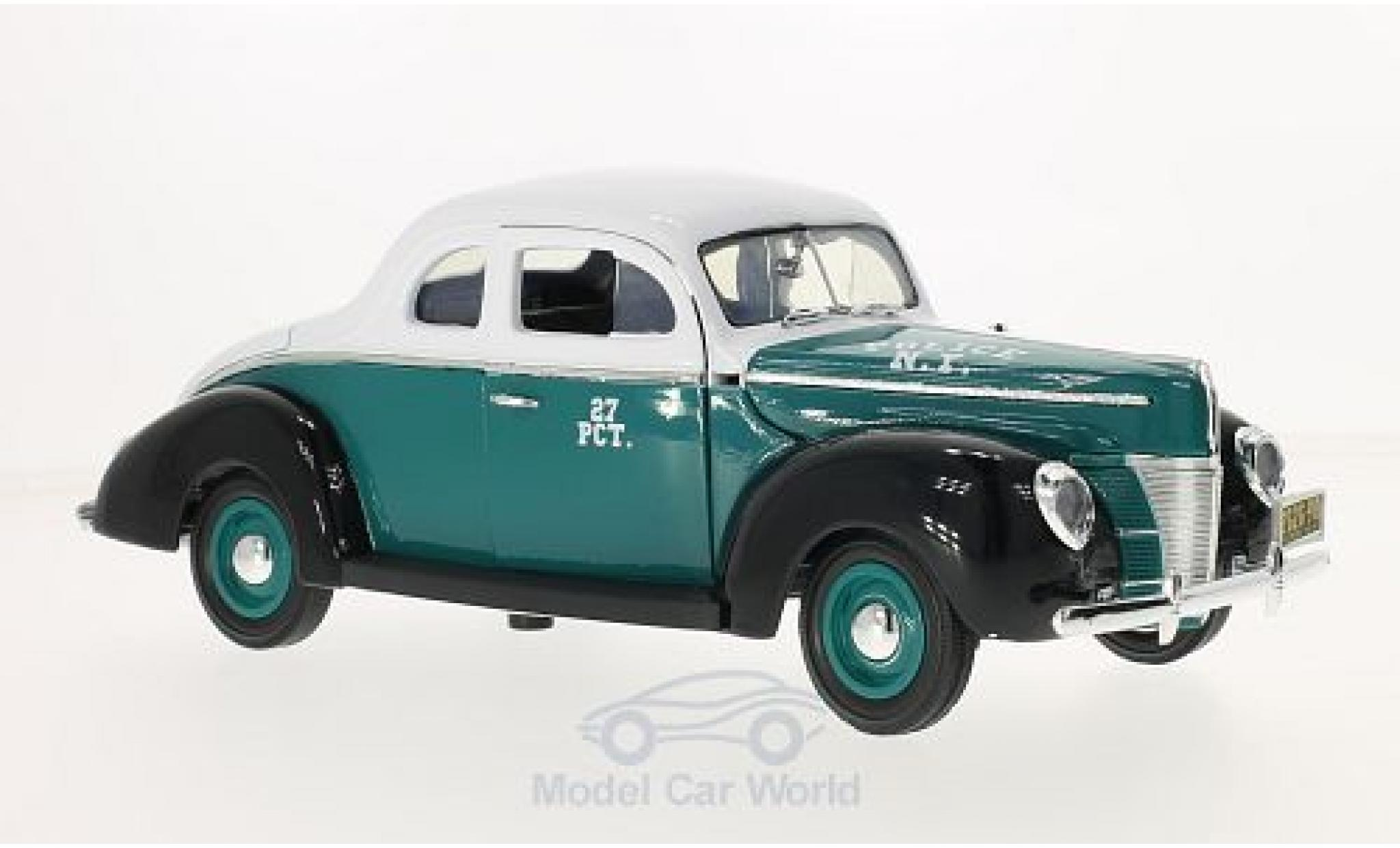 Ford Deluxe 1/18 Greenlight Coupe verte/blanche NYPD - Police 1940 ohne Vitrine